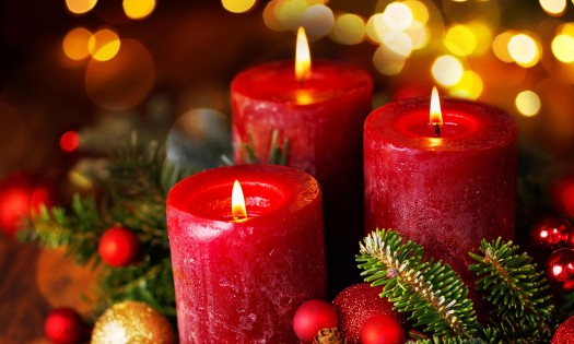 Red-Christmas-Candles-Pine-Branches-Decorations-Greeting-Card-for-Mobile-Phones-Tablet-and-PC-3840x2160